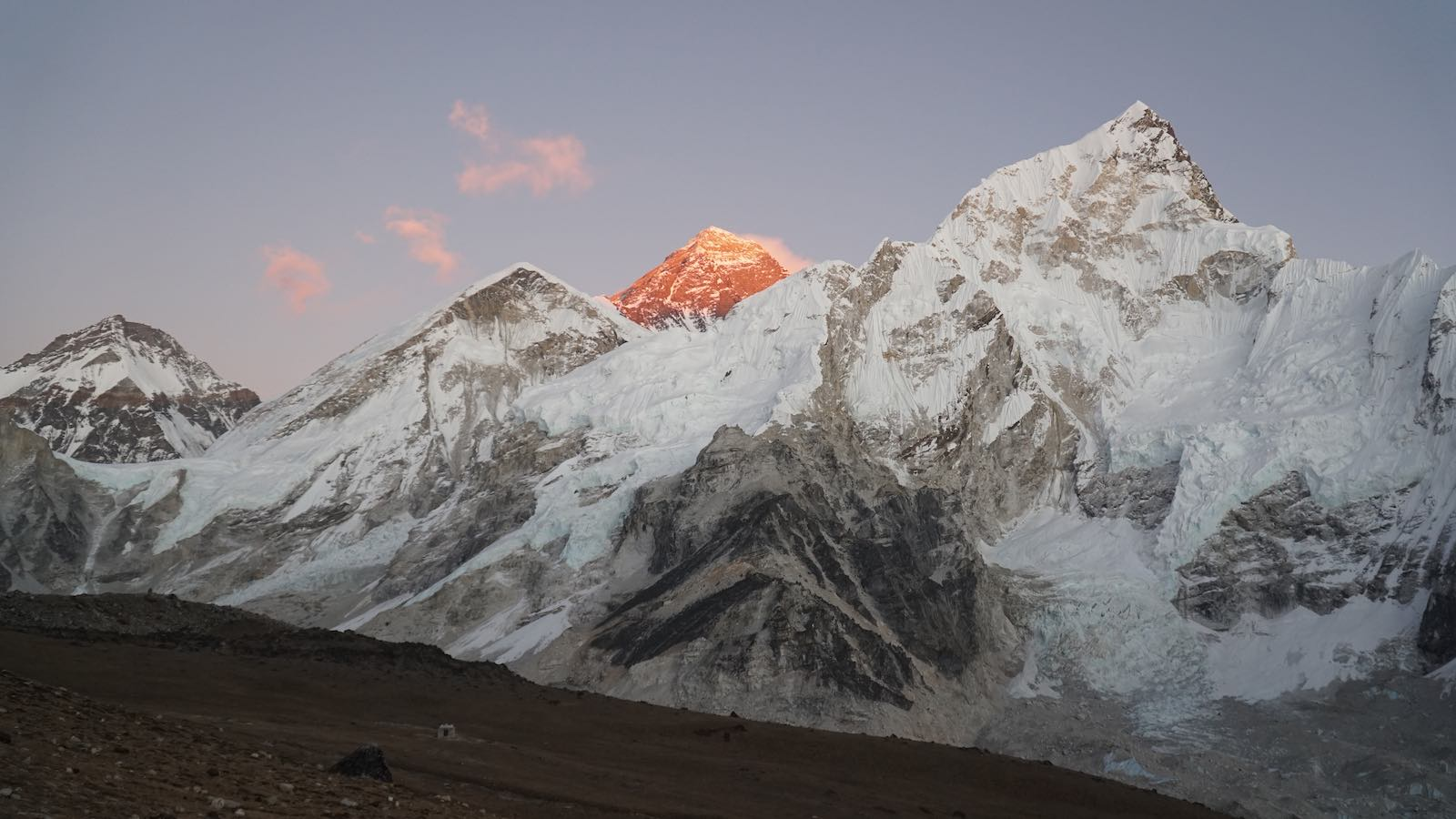 Afterwards I hiked up to a viewpoint near Gorakshep for a view of everest during sunset. It really highlights that it is the highest peak around here even though it doesn't look like it from first glance.